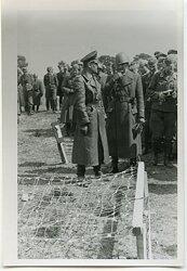 Foto Angehörige einer Luftwaffen Felddivision mit italienischen Offizieren