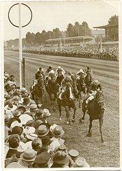 """Pressefoto """"Wehr dich"""" gewann das Deutsche Derby am 25.6.1939 in Hamburg- Klein- Flottbek"""