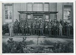 Foto Besuch der Lübecker Flender-Werke von verwundeten Wehrmachtsangehörigen