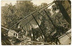 Foto Fliegerei 1.Weltkrieg: ein abgeschossenes englisches Flugzeug