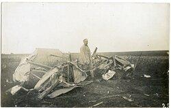 Foto Fliegerei 1.Weltkrieg: ein abgestürzter Flieger bei Fresnes (Frankreich)