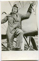 Foto eines Piloten der Luftwaffe mit Fliegeroverall