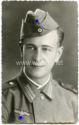 Portraitfoto eines Angehörigen der Wehrmacht mit Schiffchen