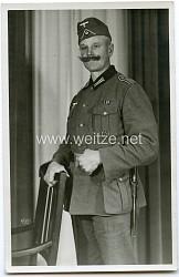 Foto, Angehöriger der Wehrmacht mit Schulterklappen Überzieher