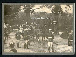 Foto, Kutschen Kolonne reitet zu einer Hochzeit