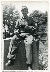 Foto, Angehöriger der Wehrmacht beim pausieren