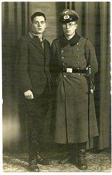 Foto, Angehöriger der Wehrmacht mit Degen