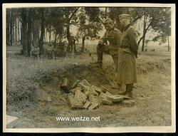 Pressfoto, Wehrmachtssoldaten finden Russische Sprengminen