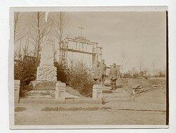 1.Weltkrieg Foto, Eingang eines Soldatenfriedhof