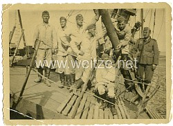 Foto, Wehrmachtsoldaten am Kanal bei Boulogne