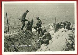 """Reichsarbeitsdienst ( RAD ) - Propaganda-Postkarte """" Arbeitsmänner des Arbeitsgaues XX. Westfalen-Süd im Kriegseinsatz """""""