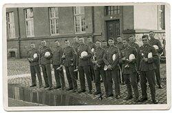 Foto, Essensausgabe für Angehörige des Infanterieregiment.105 in Trier