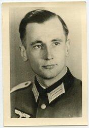 Wehrmacht Portraitfoto, Leutnant Adam Dyroff und später Ritterkreuzträger als Kommandeur des III. Panzer-Grenadier-Regiment.115