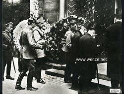 Foto, Offiziere des Kaiserlichen Heeres bei einer Beerdigung