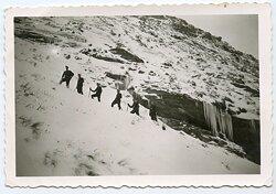 Foto, Angehörige der Wehrmacht beim Aufstieg zur Franz-Joseph-Hütte