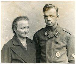 Foto, Obergefreiter der Luftwaffe mit Fliegerschützenabzeichem für Bordfunker