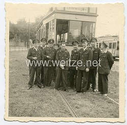 Foto, Angehörige der Nahverkehrsbetriebe der Straßenbahn
