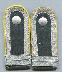 Wehrmacht Heer Paar Schulterklappen für einen Unteroffizier und Offiziersanwärter der Nachrichtentruppe