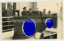 Foto, Angehörige der NSDAP mit Blutorden bei einer Ansprache
