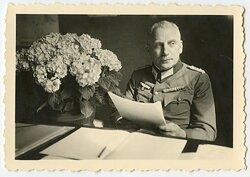 Foto, Oberst der Wehrmacht mit Österreichischer Bandspange