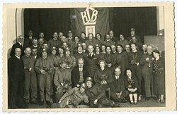Foto, Angehörige des Reichsluftschutzbund mit Gasmasken