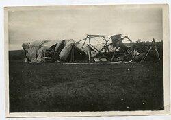 1.Weltkrieg Foto: Zerstörtes Deutsches Flughangar auf einem Feldflugplatz