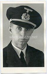 Portraitfoto eines Offiziers und Beamten der Kriegsmarine