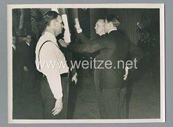 """Pressefoto """" Reichsminister des Auswärtiges Amt Joachim von Ribbentrop bei der deutschen Botschaft in Paris 1938"""""""