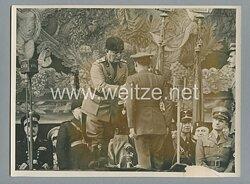 Pressefoto, Rom am 10.6.1940 Mussolini überreicht ein Orden
