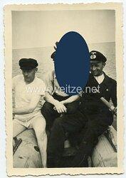 III. Reich Foto eine Zivilangestellten mit Dienstabzeichen oder Werkmarke