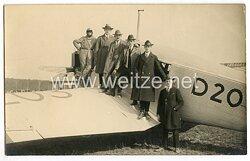 20. Jahre, ziviler Feldflugplatz mit Junkers - Maschine und Passagieren