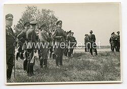 III. Reich Pressefoto, Adolf Hitler bei einer Begutachtung