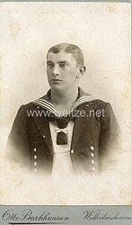 Kabinettfoto Kaiserliche Marine Matrose in weißen Hemd und Mannschaftsjacke