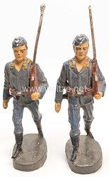 Elastolin - Luftwaffe Fliegertruppe 2 Mann mit Gewehr und Schiffchen marschierend