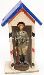 Elastolin - Heer Soldat auf Wache stehend, mit Wachhäuschen