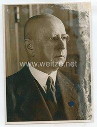 III.Reich Pressefoto, Staatssekretär Dr. Landfried mit der Führung des Geschäfte der Preussischen Staatsbank beauftragt 7.1.1945