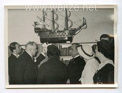 III. Reich Pressefoto. 33853 Dr. Ley eröffnete die Wanderausstellung