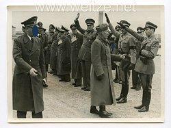 III. Reich Pressefoto. Der Duce begrüßt einen verwunderten Italienischen Offizier 25.4.1944