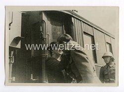 III. Reich Pressefoto. Königin-Mutter Helene begrüßt der Rückkehr nach Rumänien ihren Sohn am Bahnhof Jim Bolia. 20.9.40.