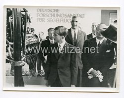 III. Reich Pressefoto. S.M. König Peter auf einer aeronautischen Ausstellung. Belgrad.