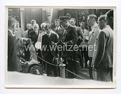 III. Reich Pressefoto. König Peter auf einer aeronautischen Ausstellung. Belgrad.