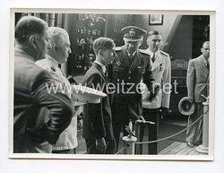 III. Reich Pressefoto.König Peter auf einer aeronautischen Ausstellung. Belgrad.