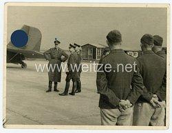 Luftwaffe Foto, deutsche Offiziere auf einem Flugplatz