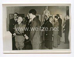 III. Reich Pressefoto. König Viktor Emanuel in der Deutschen Akademie in Rom. 13.5.1941.