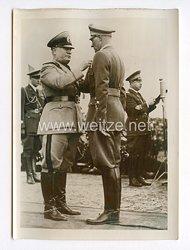 III. Reich Pressefoto. Der Duce zeichnete Minister Muti mit der Goldenen Tapferkeits-Medaille aus. 1.4.1940.