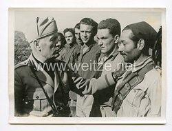 III. Reich Pressefoto. Der Duce bei seinen Truppe an der Adriafront. 26.8.1944.