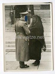 III. Reich Pressefoto. Der Führer beim Staatsbegräbnis für General Becker. 12.4.1940.