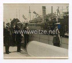 III. Reich Pressefoto. Adolf Hitler trifft im Hafen ein