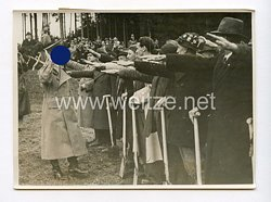 III. Reich Pressefoto. Adolf Hitler beim Spatenstich am Walserberg bei Salsburg 7.4.1938