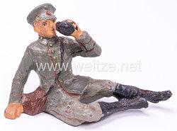 Elastolin - Heer Lagerleben - Soldat mit Schirmmütze liegend trinkend